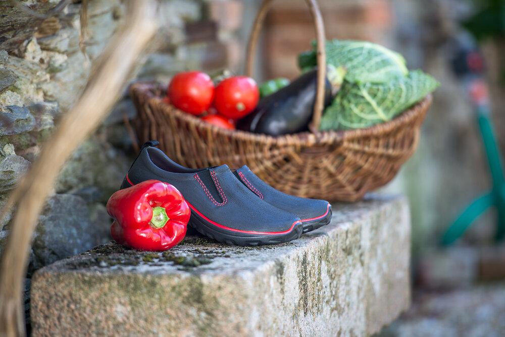 Chaussures en EVA noir et rouge taille 41