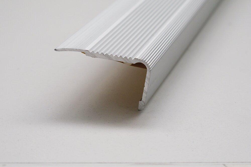 Nez de marche adhésif en aluminuim 110cm